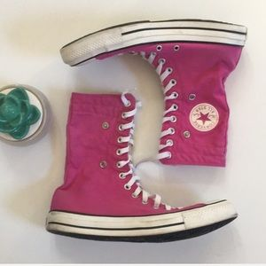 Converse hightop lace up multi wear shoes in pink
